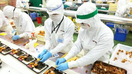 コンビニなどで販売されているお弁当の盛り付け。コツコツとした作業が好きな方にオススメの仕事です!